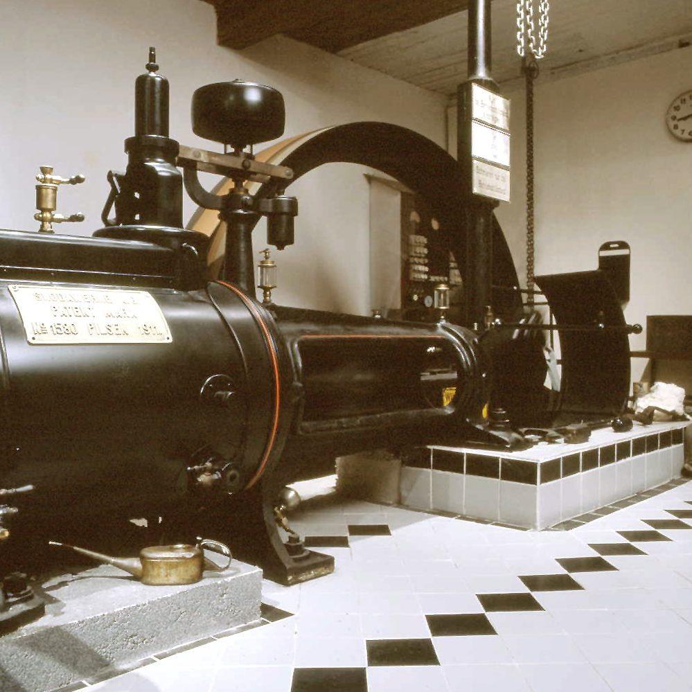 Dampfmaschine der Julius Meinl Fabrik (1911)