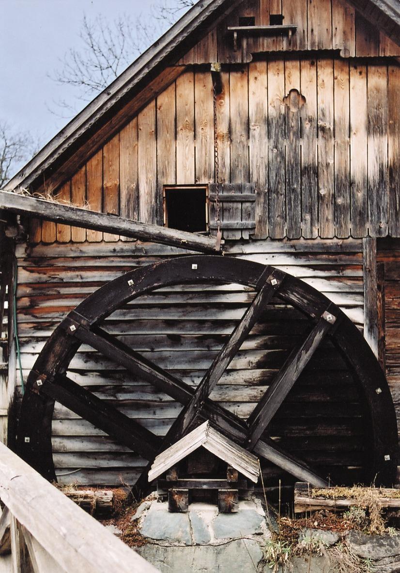 Rekonstruiertes Mühlrad der Molzbachmühle