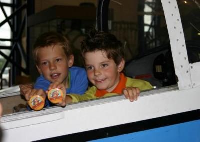 Im Flugmuseum Aviaticum, darfst DU  einen Flugsimolator im Betrieb nehmen