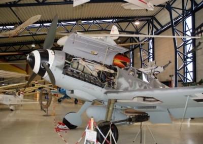 Nach dem Museumsbesuch begaben wir uns in das benachbarte Werk der Firma Diamond Aircraft, wo uns eine Werksbesichtigung  erwartet hat