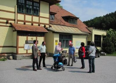 Die zweite Tour der Zeitreise in die Welt der Industrie führte nach dem Start von Wiener Neustadt über die Neunkirchner Allee.
