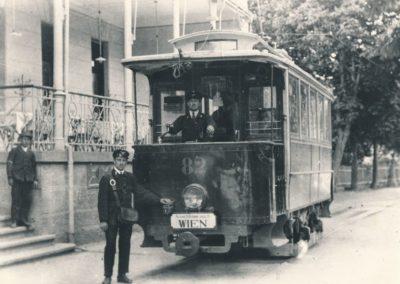 End- und Anfangstation der Badnerbahn vor dem Hotel Stefanie