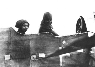 Lilly Steinschneider mit ihrem Piloten Oberleutnant Bier