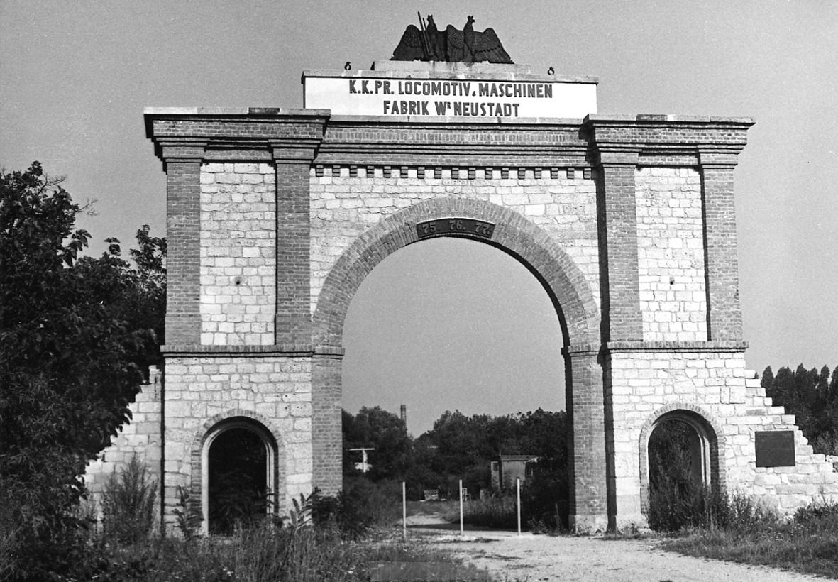 Portal der ehem. Lokomotivfabrik unweit des Museums