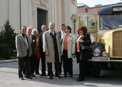 Eine Fahrt mit dem Nostalgie-Bus beim Frühlingsfest