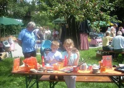 """Zum BASTELN am Bauernmarkt in Gutenstein mit der """"Museumskatze"""" """"Mia Mautz"""" waren die Kinder herzlichst eingeladen. Das Gebastelte dürften sich die Kinder mit nach Hause nehmen. Zum Abschluss bekam jedes Kind ein """"Mia Mautz"""" Lesezeichen"""""""