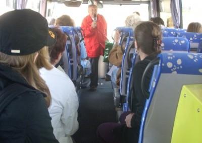 Bei der vierten Tour begaben wir uns, mit dem Reisebegleiter Mag. Rocco Leuzzi auf eine Fahrt in und um Vösendorf. Vorort drafen wir auf einen Experten, der uns über die Geschichte dieser kaiserlichen Straßen erzählte